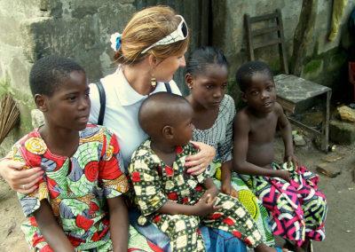 J-w-5-kids-in-Benin-slum-7.09