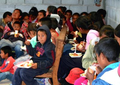 Mex, Chice kids eating